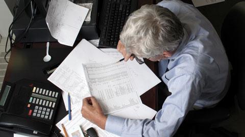 wpid-ageing-office-worker.jpg