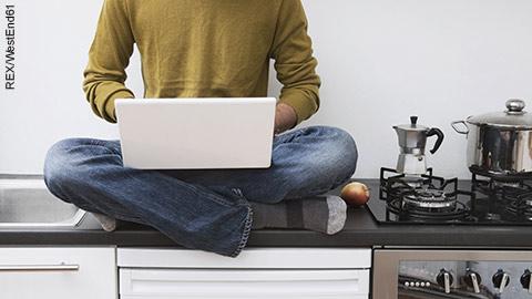 wpid-flexible-working-man-working-from-home.jpg