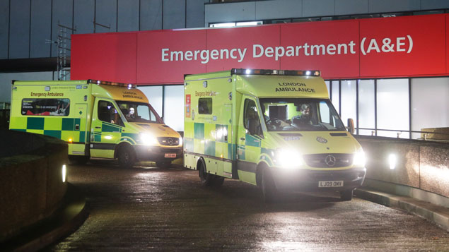 Automatic pay rises ditched in £4.2 billion NHS deal