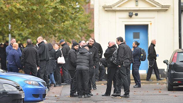 Prison officers protest at Pentonville Prison