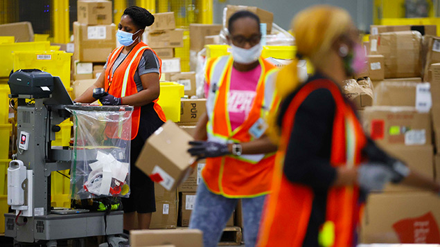 Amazon giving front-line workers holiday bonuses between $300 and $150 each